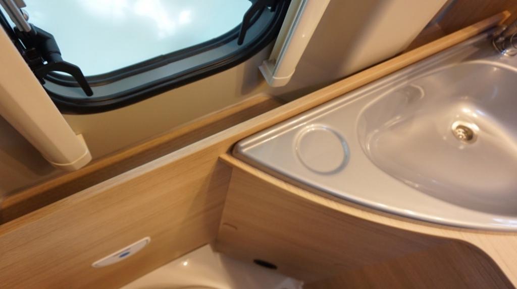 ROADCAR 601 Fiat 140cv 3,5t ( con Truma Diesel con cp plus, tavolo alternativo, finestra in bagno, dab )  - foto: 18