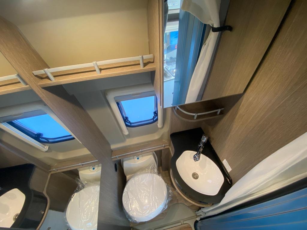 POSSL Roadcruiser Fiat e Citroen, il 636 con letti gemelli e bagno centralizzato  - foto: 12