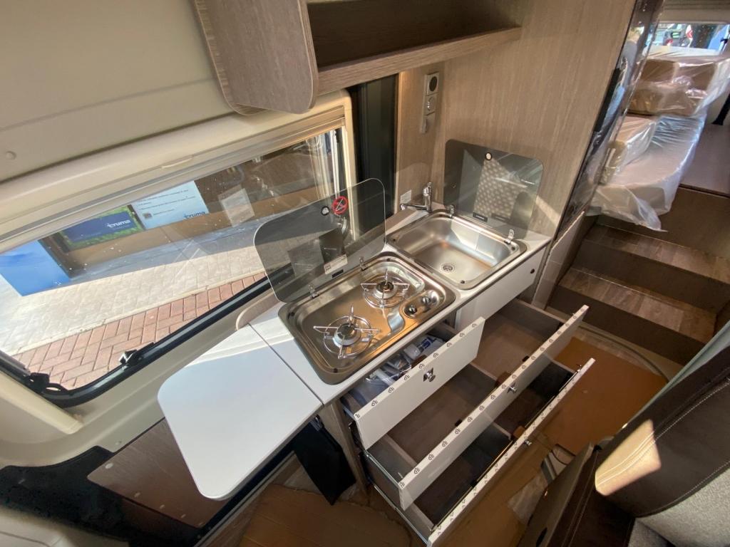 POSSL Roadcruiser Fiat e Citroen, il 636 con letti gemelli e bagno centralizzato  - foto: 4
